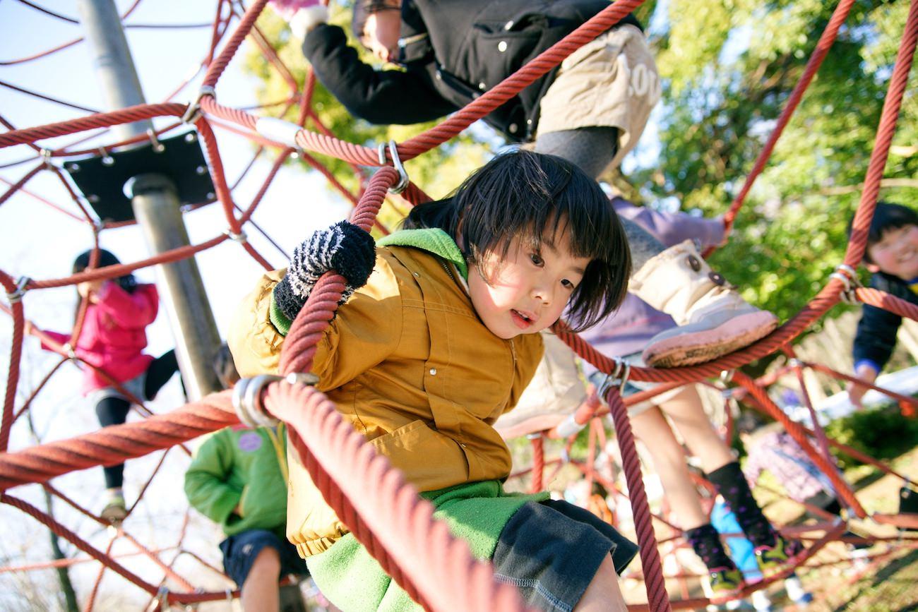 先進国で人口減少は日本だけ!?日本の人口と子育て支援が果たす役目
